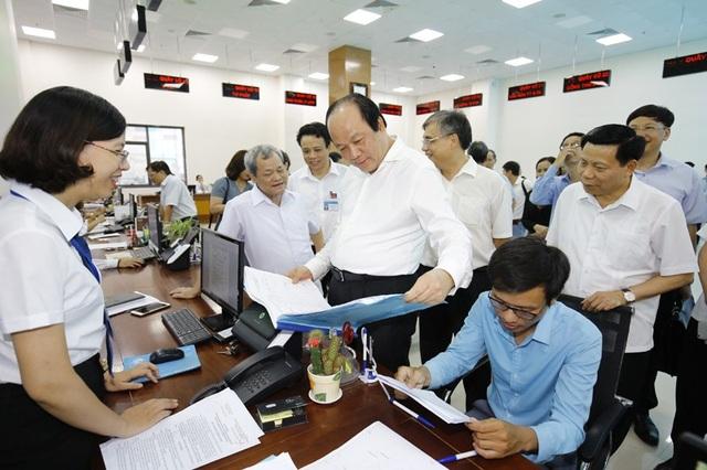 Bộ trưởng - Chủ nhiệm Văn phòng Chính phủ kiểm tra tại trung tâm hành chính công tỉnh Bắc Ninh