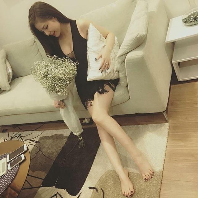 Hình ảnh xuất hiện trên Facebook Đ.T.T với những dòng status buồn khiến nhiều người cho rằng, cô chính là cô gái chờ bạn trai cả đêm trong câu chuyện