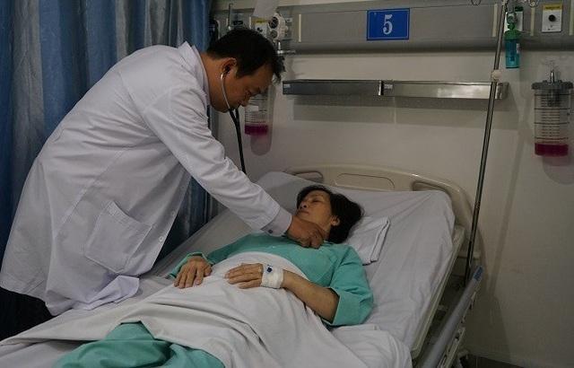Nữ bệnh nhân tạm qua cơn nguy kịch sau khi được bác sĩ chọc dịch màng tim cấp cứu