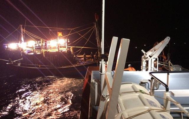 Trung tâm tìm kiếm cứu nạn Hàng hải Việt Nam đã điều động tàu SAR411 đang ứng trực tại khu vực biển phía Bắc đi cứu nạn khẩn cấp tàu NA93061TS.