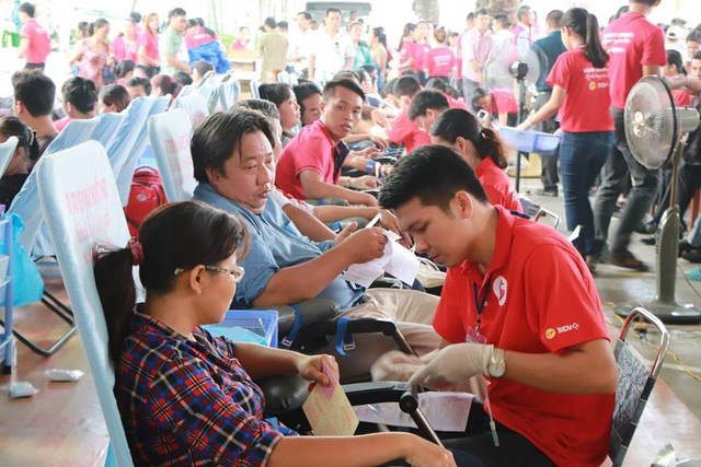 Ban đầu dự kiến chỉ tiếp nhận đến 11h30 với 1.500 đơn vị máu nhưng có nhiều người đến tham gia hiến nên phải hơn 12h mới kết thúc với số lượng 1.861 đơn vị máu