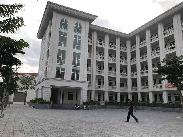 KTX Trường ĐH Vinh - nơi nữ sinh M. rơi từ tầng 4 xuống đất tử vong.