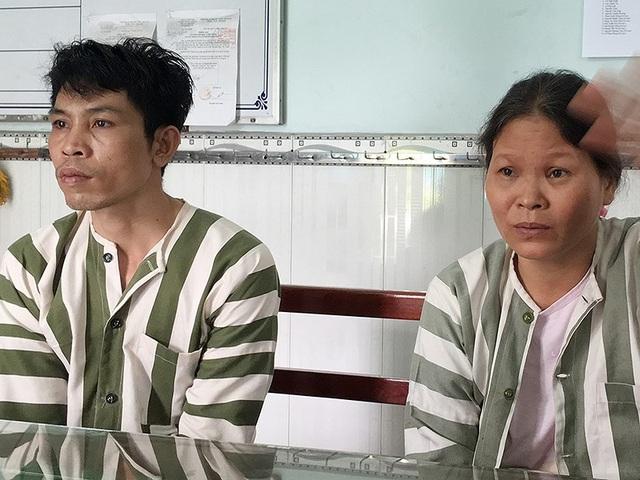 Bà Phạm Thị Thu Thủy và Lê Trọng Nghĩa bị bắt sau khi ném đá vào lực lượng cảnh sát. Ảnh: N.TIẾN