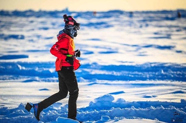 Tăng Nguyệt Minh chạy marathon ở Bắc Cực.