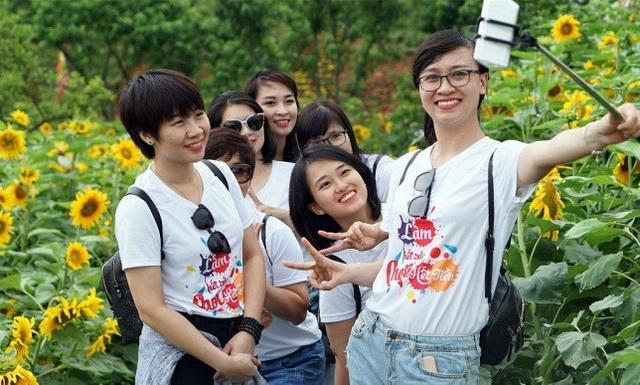 Giới trẻ đổ về Sa Pa chụp ảnh hoa hướng dương - 4