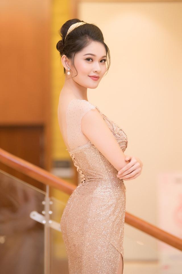 Hoa hậu Đỗ Mỹ Linh, Á hậu Thanh Tú và Á hậu Thuỳ Dung.