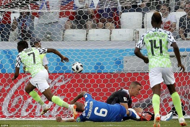 Musa tỏa sáng khi Nigeria đánh bại Iceland 2-0