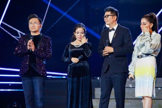 MC, diễn viên Khả Như rưng rưng trước chia sẻ của thí sinh.
