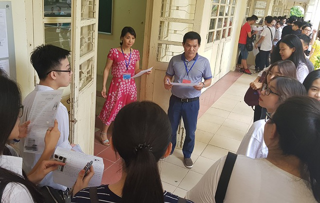 Tại điểm thi trường THPT Việt Đức (Hà Nội). (Ảnh: Hồng Minh - Mai Châm)