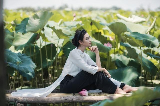 Với gương mặt đẹp, chiều cao 1m70, số đo ba vòng khá chuẩn 84-62-92, Huyền Trang từng tham gia cuộc thi The Face do trường tổ chức và lọt vào đến vòng chung kết. Sắp tới, Trang cũng sẽ thử sức với cuộc thi sắc đẹp ở tỉnh nhà.