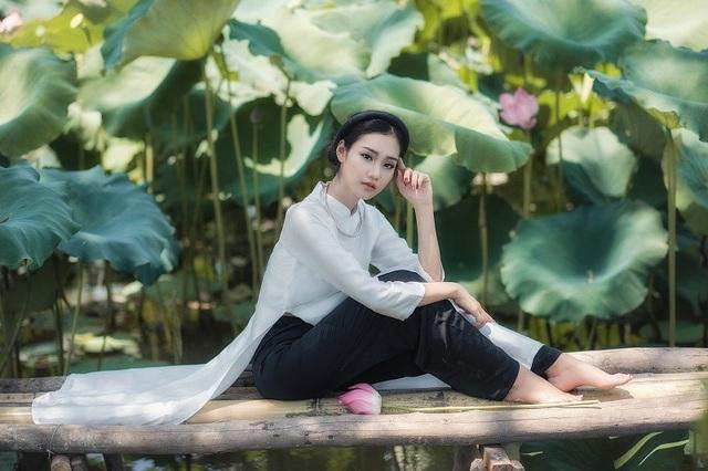 Huyền Trang là một cô gái yêu thích chụp ảnh và cũng đang là một mẫu ảnh tự do tại Hà Nội.