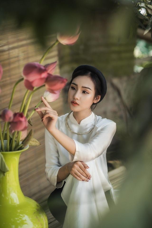 Nguyễn Đặng Huyền Trang sinh ra tại huyện Gia Viễn (Ninh Bình), hiện đang là sinh viên trường ĐH Thăng Long.