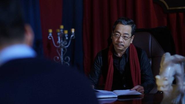 Theo NSND Hoàng Dũng, ông không có ấn tượng tốt hay xấu gì về Nguyễn Mạnh Hùng bởi ông không tiếp xúc nhiều. Tuy nhiên, qua quan sát, ông thấy Nguyễn Mạnh Hùng là một người dễ chịu, vui vẻ và quan hệ với người trong đoàn phim cũng tốt.