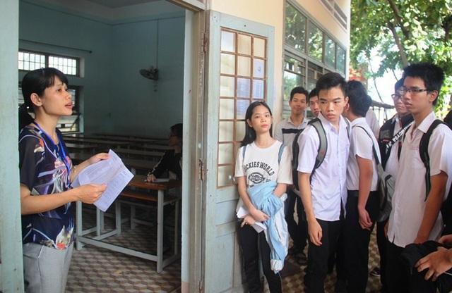 Thí sinh Bình Định đến làm thủ tục dự thi kỳ thi THPT Quốc gia 2018.