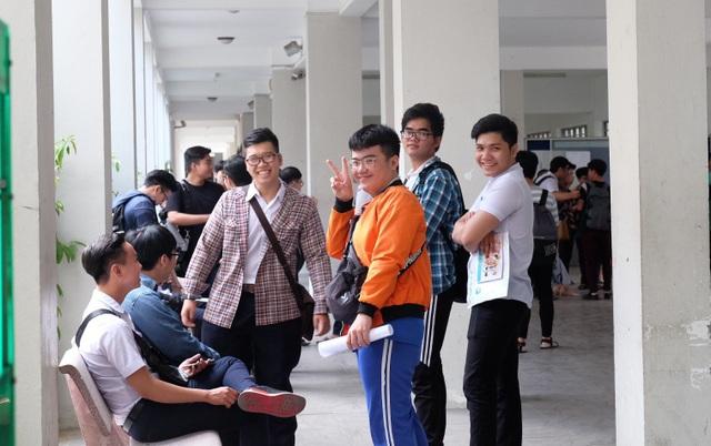Các thí sinh tại Đà Nẵng khá thoải mái trước kỳ thi. (Ảnh: Khánh Hiền)