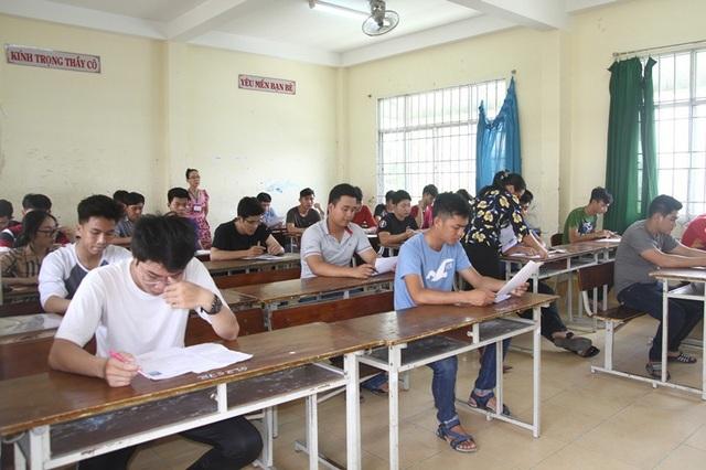 Các thi sinh ở Hội đồng thi trường THCS Lương Thế Vinh (Cần Thơ). (Ảnh: Phạm Tâm)