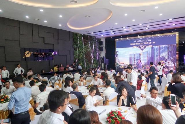 Nhiều giao dịch đã được chốt thành công ngay tại buổi lễ mở bán.