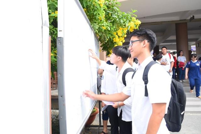 Theo báo cáo nhanh tại TPHCM, chiều nay có trên 1.000 thí sinh không đến trường làm thủ tục thi
