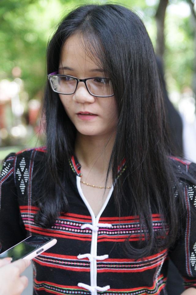 Em Lê Thuỷ Quỳnh, dân tộc Pa-cô trong bộ váy truyền thống duyên dáng