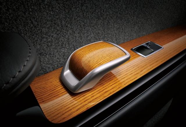 Cận cảnh chiếc Toyota đẳng cấp Rolls-Royce, giá siêu xe - 18