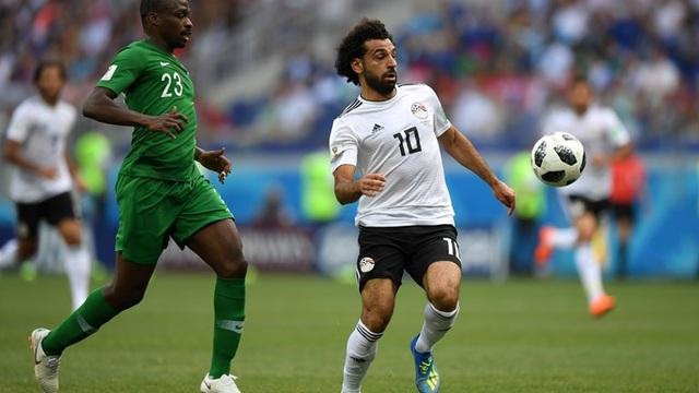 Salah bị cầu thủ Saudi Arabia kèm rất chặt