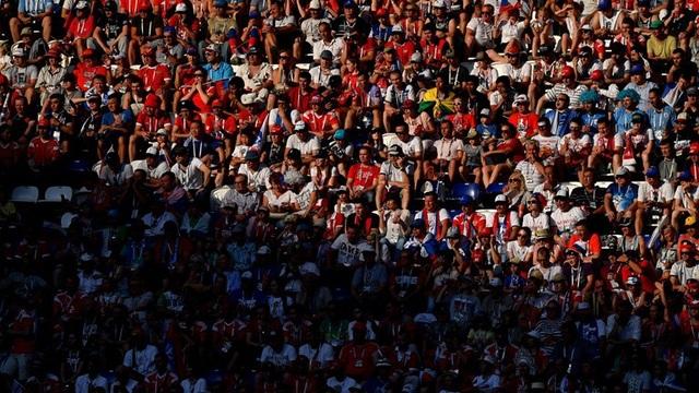 Cổ động viên Nga im lắng khi đội nhà thua đậm