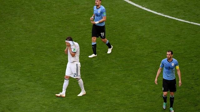 """Uruguay 3-0 Nga: """"Song sát"""" Suarez, Cavani lập công - 3"""