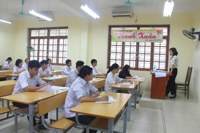 Bộ trưởng Phùng Xuân Nhạ thị sát thi ngày đầu tại Gia Lâm, Hà Nội - 8