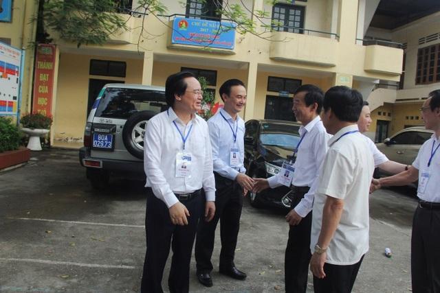 Bộ trưởng Phùng Xuân Nhạ thị sát thi ngày đầu tại Gia Lâm, Hà Nội - 10