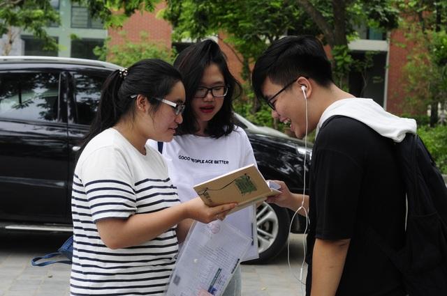 Thí sinh dự thi THPT quốc gia 2018 tại điểm thi THPT Lương Thế Vinh.