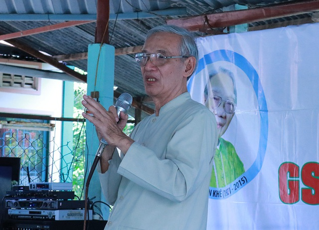 Nhà sử học Nguyễn Nhã đã bật khóc khi chia sẻ những kỷ niệm đẹp về giáo sư Khê - người thầy luôn tận tụy nghiên cứu và tôn vinh văn hóa âm nhạc dân tộc Việt Nam ra tầm thế giới.
