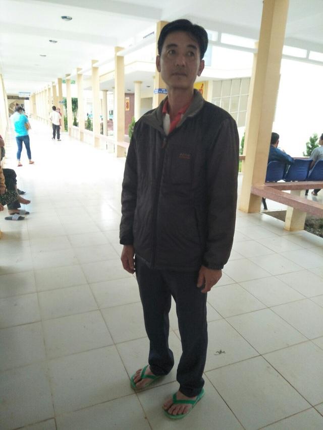 Phụ huynh của Tuấn đang chờ ngoài phòng hồi sức cấp cứu
