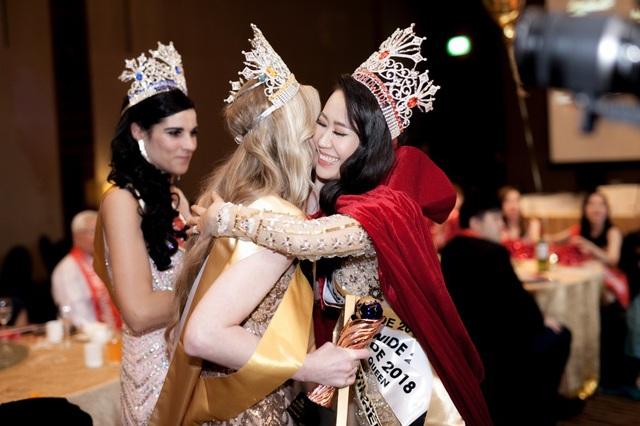 Khi lên đường thi Mrs Worldwide 2018, Dương Thuỳ Linh đã quyết tâm giành chiến thắng cao nhất bởi cô nghĩ rằng ở tuổi 35 cô không đi thi với tâm thế học hỏi và giao lưu vui vẻ.