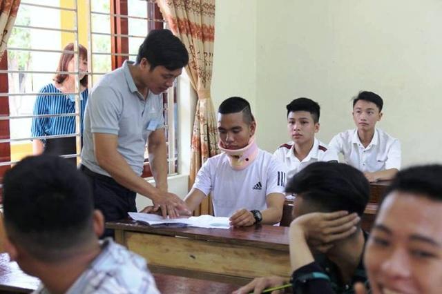 Được sự giúp đỡ tận tình của thầy cô giáo, em Hoàng đã tự tin vượt qua nỗi đau.