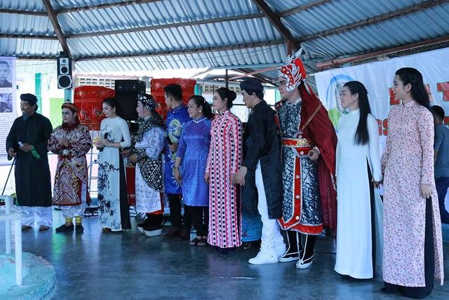 Lễ tưởng niệm 3 năm ngày mất cố GS-TS Trần Văn Khê là một ngày vô cùng ý nghĩa khi các học trò, những thế hệ các nghệ sĩ trẻ yêu thích thể loại âm nhạc dân tộc đã có dịp quây quần bên nhau để hát lên những khúc ca ý nghĩa gửi đến vong linh giáo sư Khê - người đã dùng cả đời mình để đưa nền âm nhạc dân tộc Việt Nam vươn ra thế giới bằng những giá trị văn hóa to lớn và nhiều ý nghĩa.