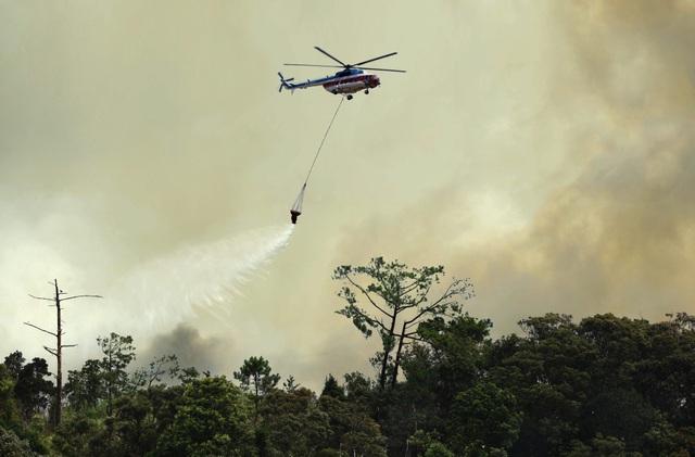 Trực thăng của Binh đoàn 18 bay chữa cháy rừng tại Indonesia