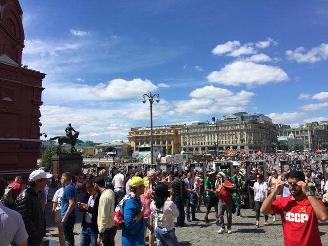 Nhiều CĐV phương Tây đến với World Cup để khám phá một nước Nga hãy còn xa lại với họ