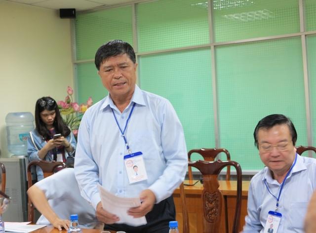 Ông Nguyễn Văn Hiếu, Phó giám đốc Sở GD-ĐT TPHCM báo cáo tình chỉnh công tác tổ chức thi tại TPHCM