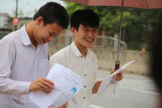 Theo các thí sinh tại cụm thi Hà Tĩnh thì đề thi môn Ngữ Văn có tính phân loại cao. (Ảnh: Xuân Sinh)