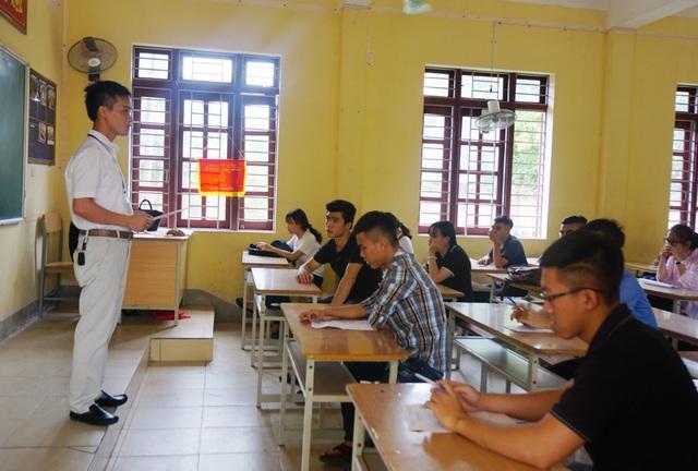 Phòng thi môn Văn tại điểm thi Trường THPT Lê Viết Thuật (TP Vinh, Nghệ An). (Ảnh: Hoàng Lam)