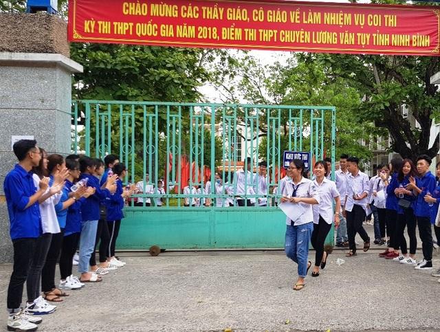Các thí sinh tại Ninh Bình kết thúc môn thi Ngữ Văn trong tâm lý thoải mái.