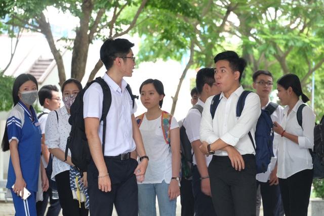 Nhiều thí sinh ở Đà Nẵng cùng nhận định đề Toán năm nay khó. (Ảnh: Khánh Hiền)