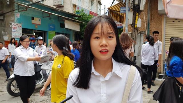 Thí sinh Lê Mai Anh cho biết đề Văn bám sát chương trình được ôn tập. (Ảnh: Hà Cường)