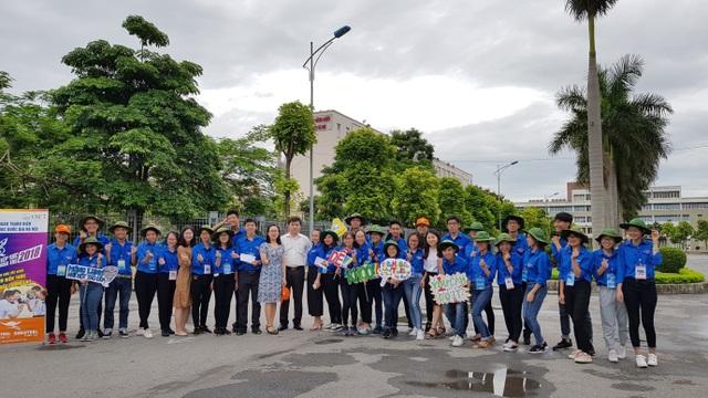 Được biết, năm nay Hà Nội có tổng số 5.000 thanh niên tình nguyện trực tiếp tham gia hỗ trợ thí sinh và phụ huynh trong 4 ngày thi từ 24 – 27/6.