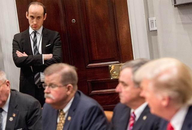 Stephen Miller dự một cuộc họp của Tổng thống Trump tại Nhà Trắng (Ảnh: Getty)