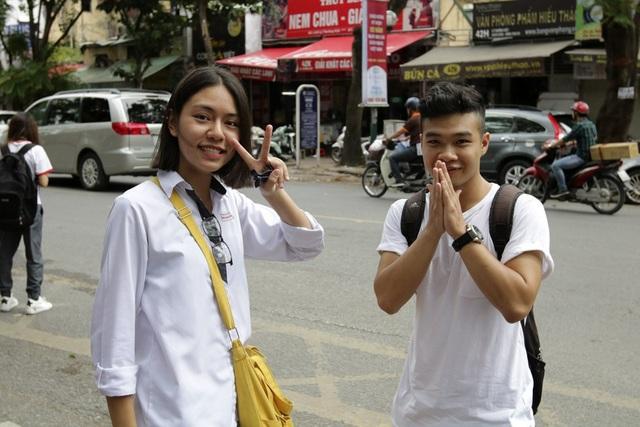 Những thí sinh tại điểm thi trường THPT Việt Đức.