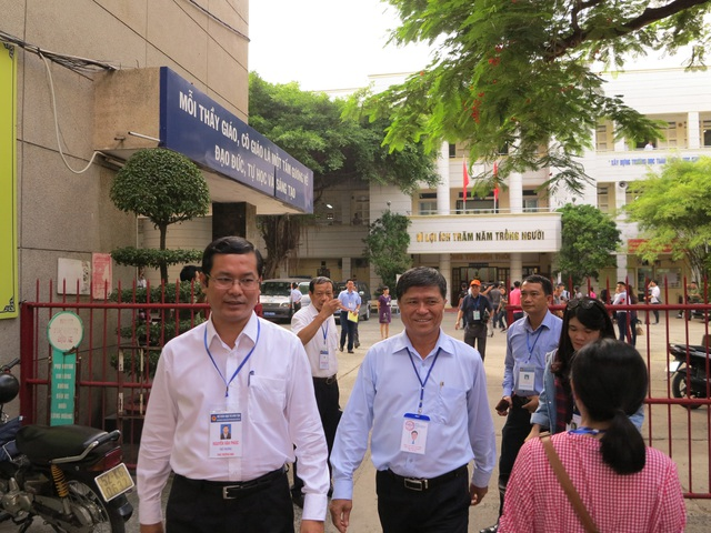 Thứ trưởng Bộ GD-ĐT Nguyễn Văn Phúc dẫn đầu đoàn công tác của Bộ kiểm tra công tác tổ chức thi THPT quốc gia tại TPHCM