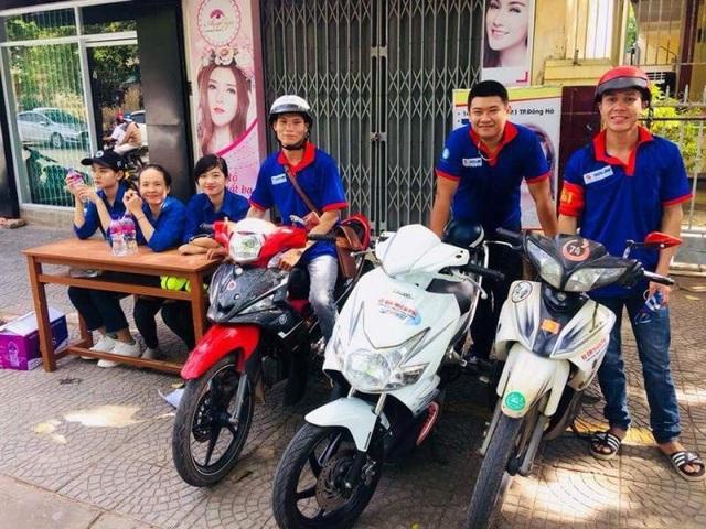 Đội hình xe ôm miễn phí phục vụ thí sinh