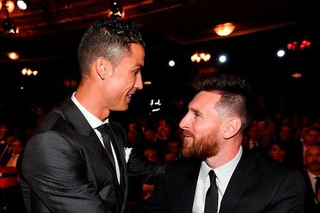 Ronaldo (trái) và Messi (phải) cùng gặt hái nhiều thành công trong sự nghiệp