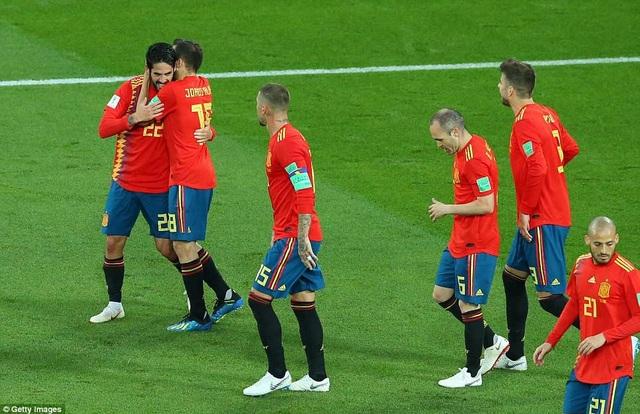 Tây Ban Nha chật vật giành ngôi đầu bảng B World Cup 2018